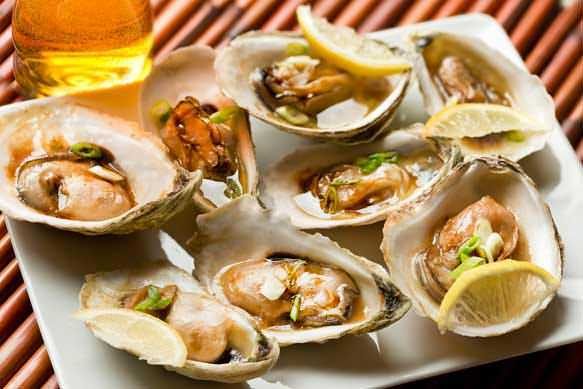grilled-oysters-with-samuel-adams-boston-lager-and-japanese-barbecue-sauce--en--6877e120-c567-4b13-8408-4f7aaa28e9a1
